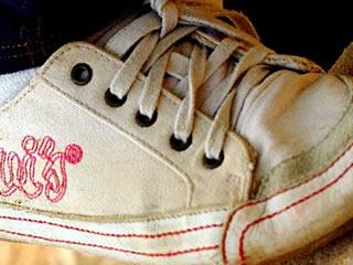 歩く時期に併せて届けられた子供用の靴
