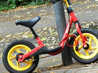 ペダルのないバランスだけで乗る自転車