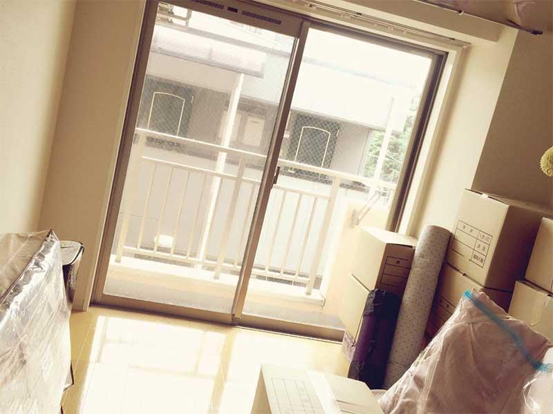 別居の準備で片付けられた部屋