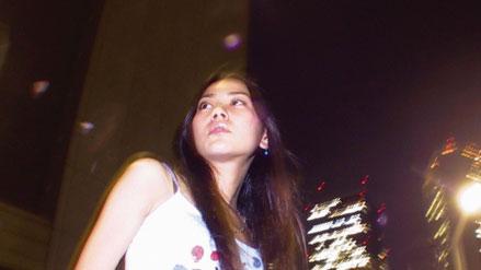 旦那と喧嘩して夜の街に逃げ出した女性