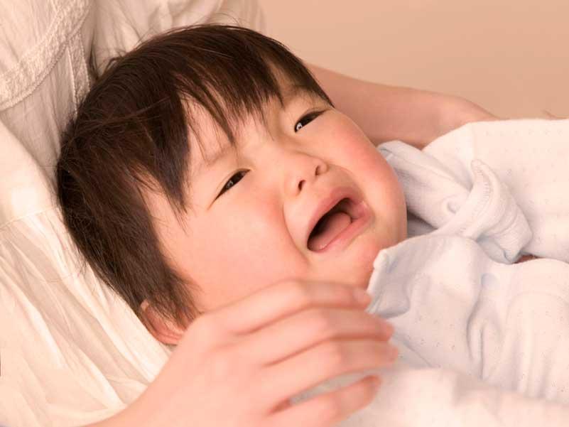 大泣きしている赤ちゃん