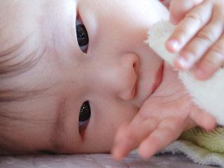 無表情な赤ちゃん