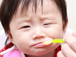 スプーンを嫌がる赤ちゃん