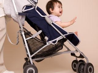 ベビーカーにのる赤ちゃん