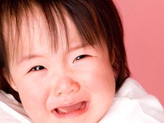 夜泣きする幼児