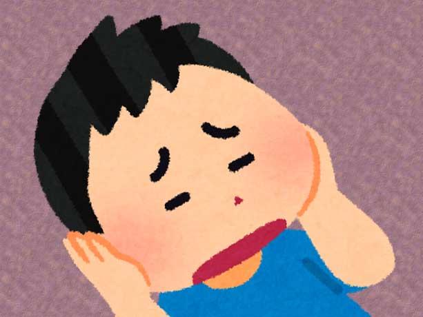 おたふくでホッペタが膨れている男の子のイラスト