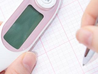 体温計で基礎体温を記録する