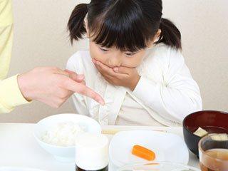 食事で好き嫌いする子供