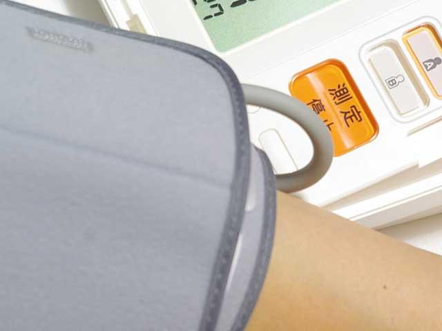 血圧を測定する