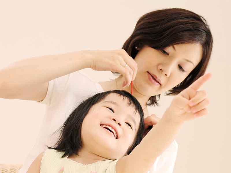 子供の自由にさせている母親
