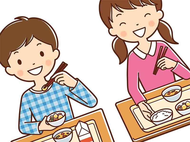 給食を食べている子供たち