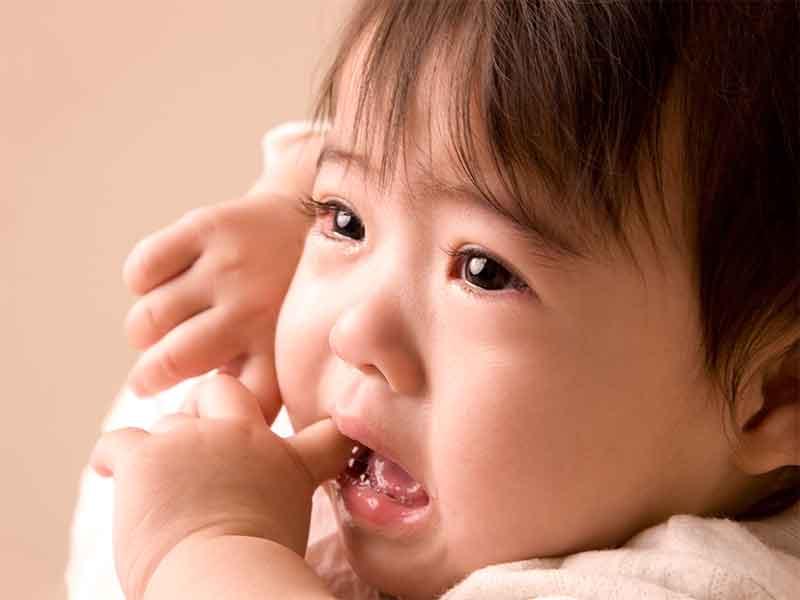 赤ちゃんの口内炎の原因は?小児科受診目安とホームケア