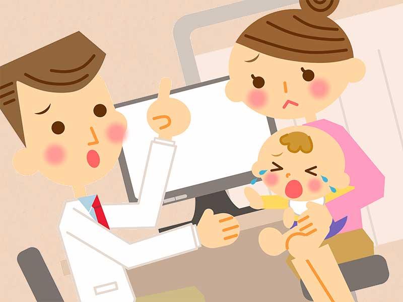 小児科で口内炎の診察を受けてる赤ちゃん