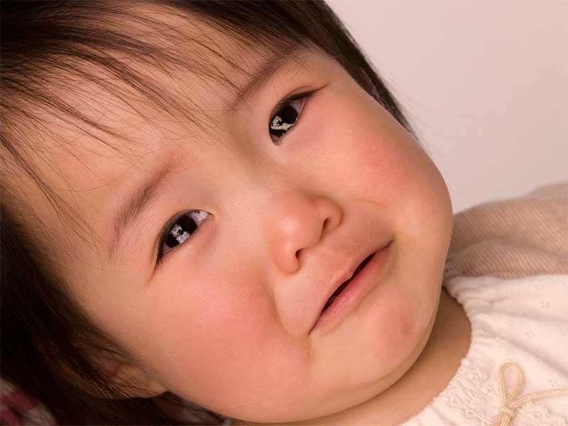 夜泣きしてる2歳の女の子