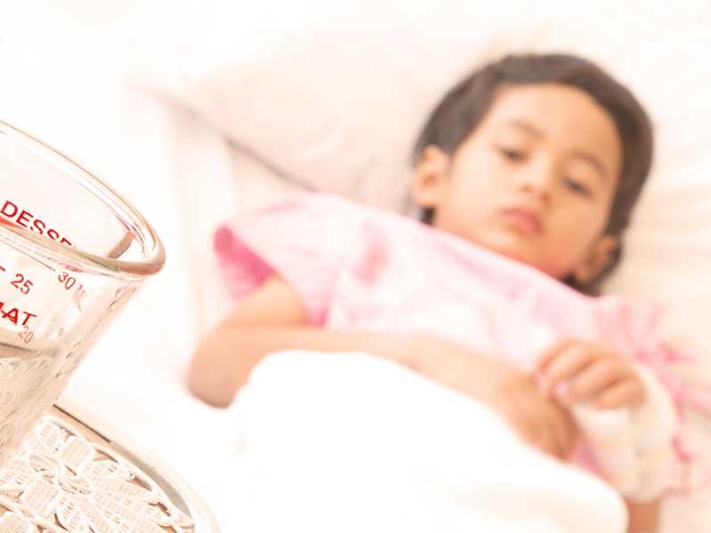 手の怪我で入院している女の子