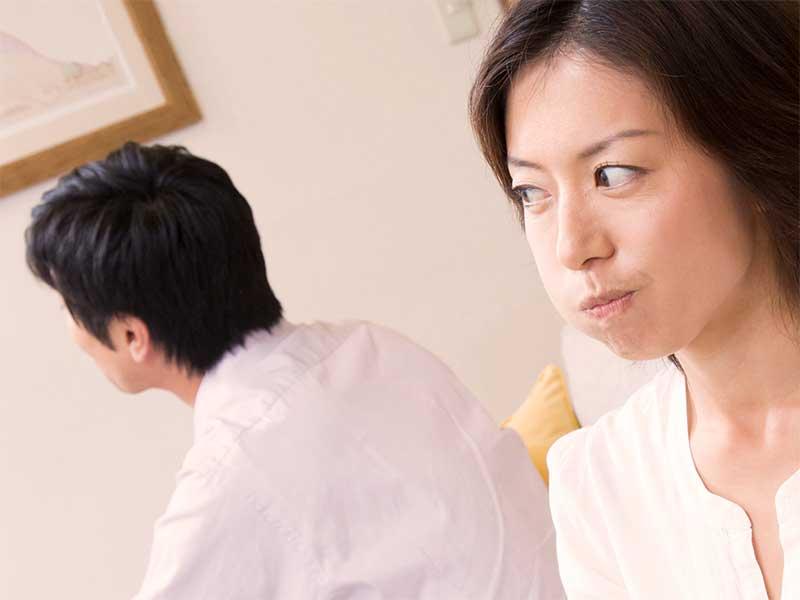 夫に腹が立ってる嫁の顔