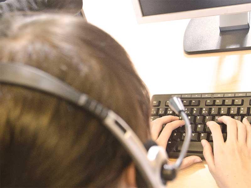 コールセンターで働いてる女性