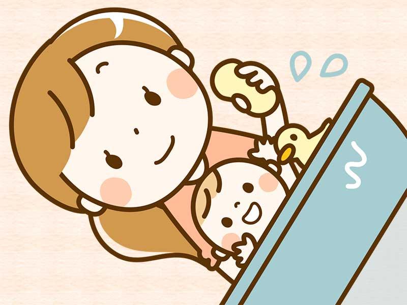 沐浴してる赤ちゃんのイラスト