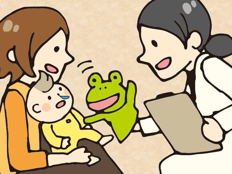 耳鼻科で診察を受けてる鼻水が出てる赤ちゃん