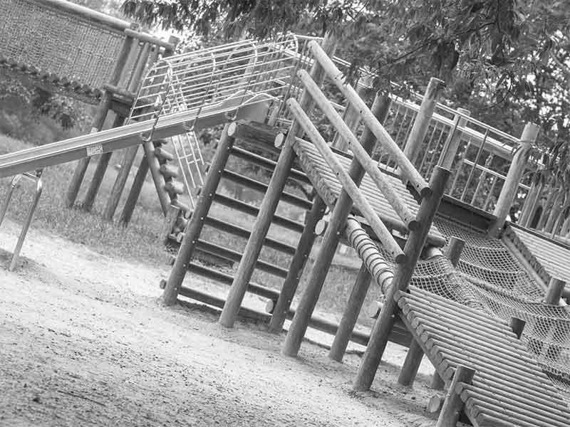 撤去された大きな滑り台の遊具