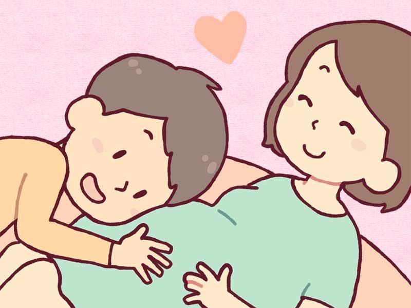 妊娠してる妻の大きなお腹に頬ずりするパパ