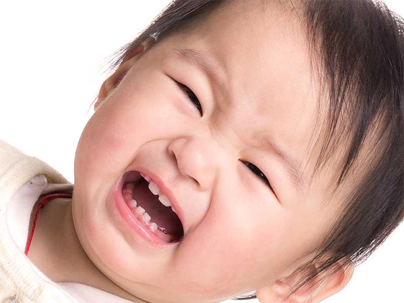 歯が生えそろってる赤ちゃんの顔
