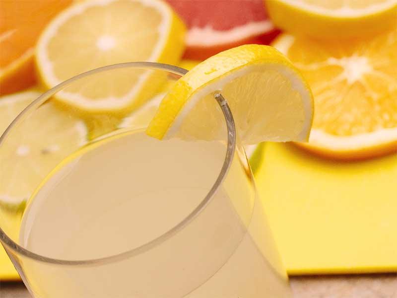 果汁100%のジュース