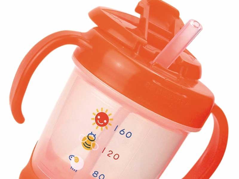 赤ちゃんの水分補給用コップ