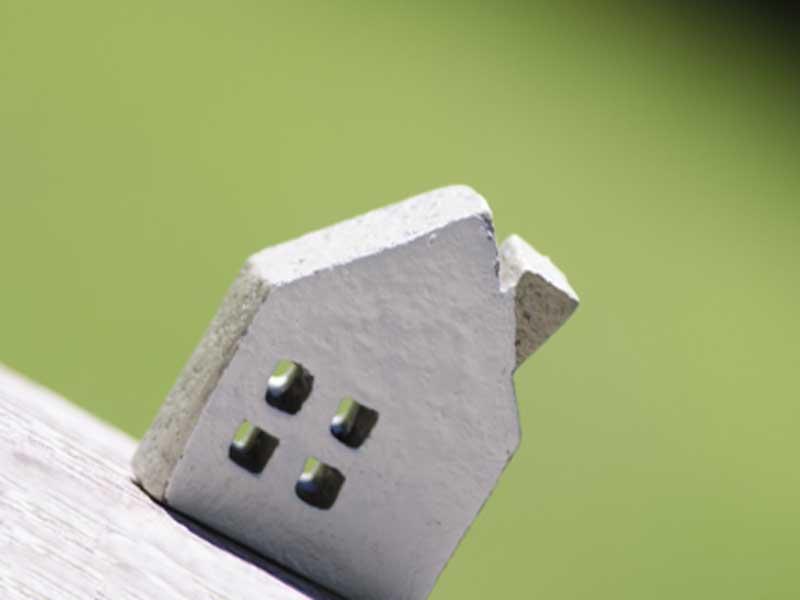 小さい粘土で作った家