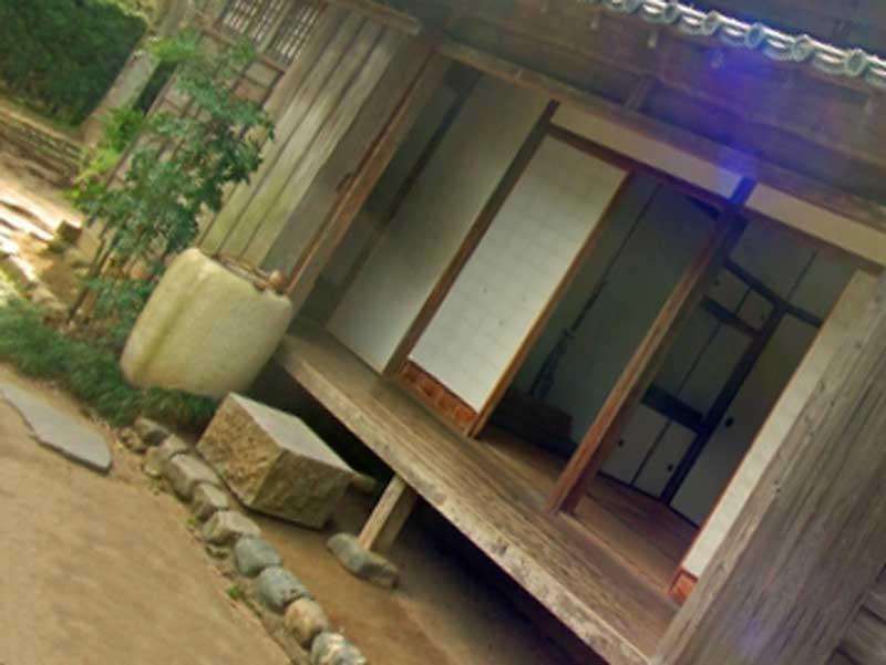 ウッドデッキ付きの一戸建て住宅