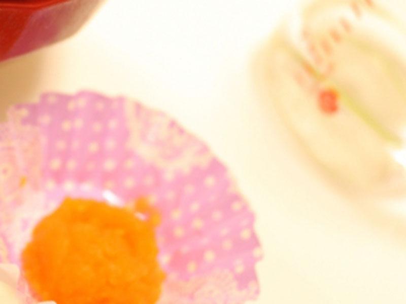 離乳食と赤ちゃんのコップ