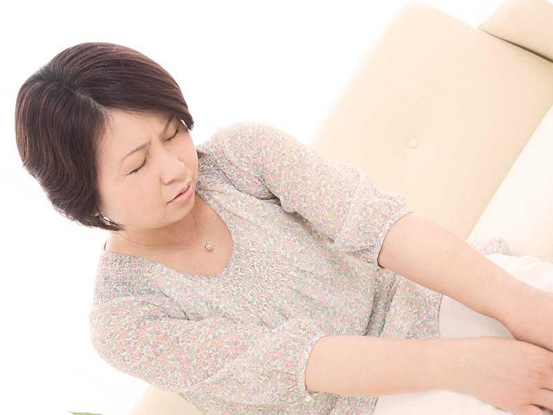 更年期障害で悩んでる女性