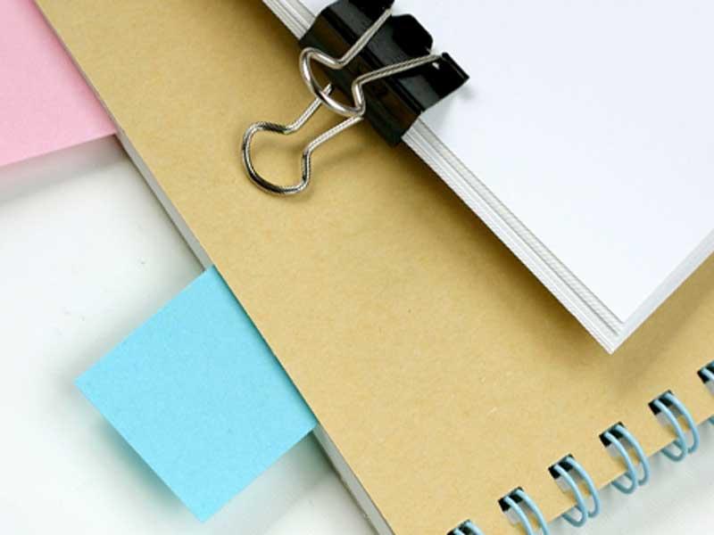 付箋のついたノート