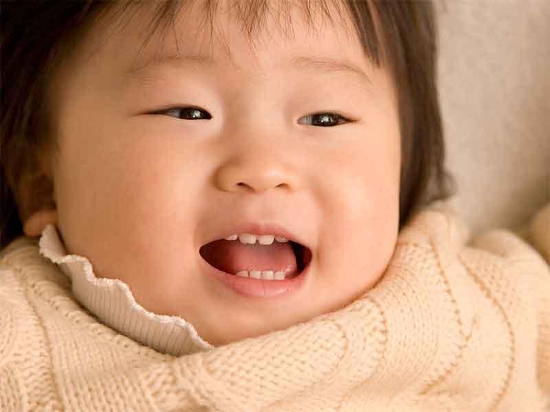 歯が生えそろってる子供