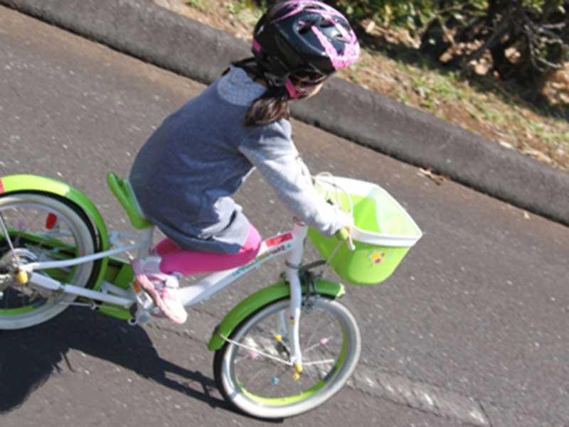 自転車乗っている女の子