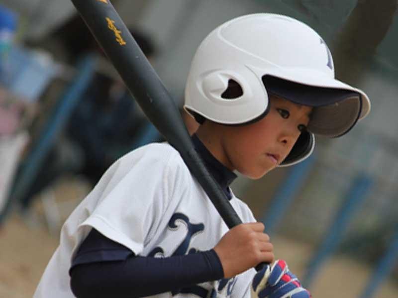 野球をする男の子