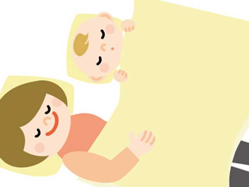 一緒に寝ているお母さんと赤ちゃんのイラスト