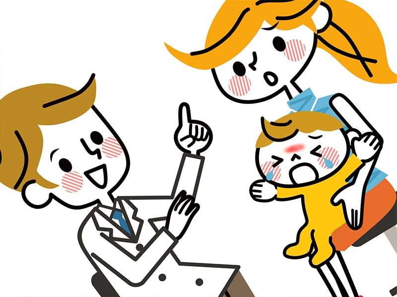 病院で医師からサーモンパッチの説明を受けてる赤ちゃんを抱いたママのイラスト