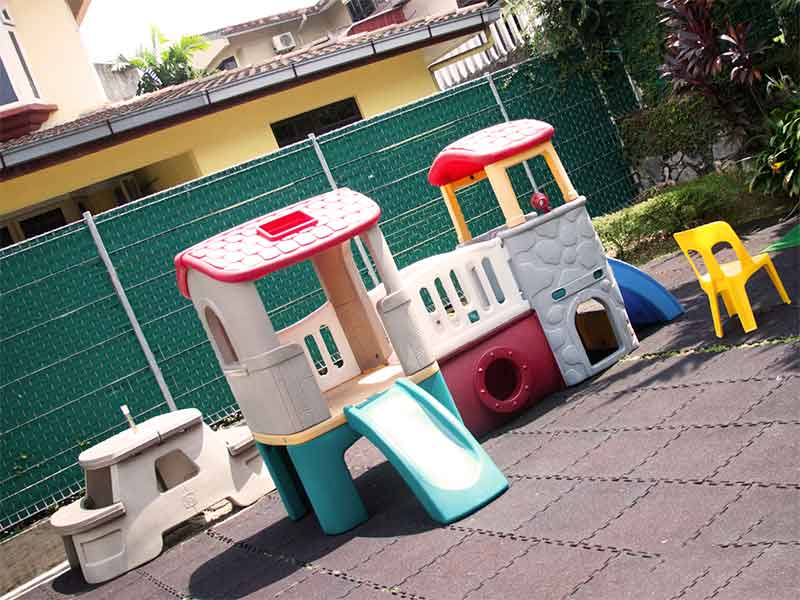 だれも遊んでいない幼稚園の遊具