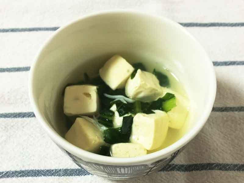 冷凍した豆腐と小松菜の煮浸し