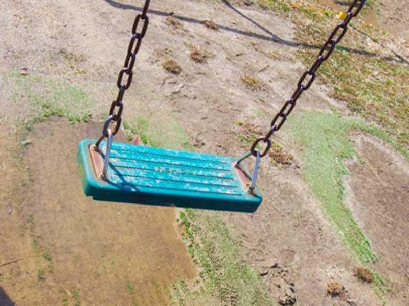 雨降った後の公園