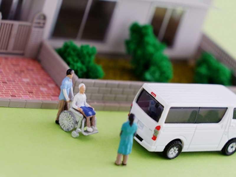 老人ホームと介護タクシー
