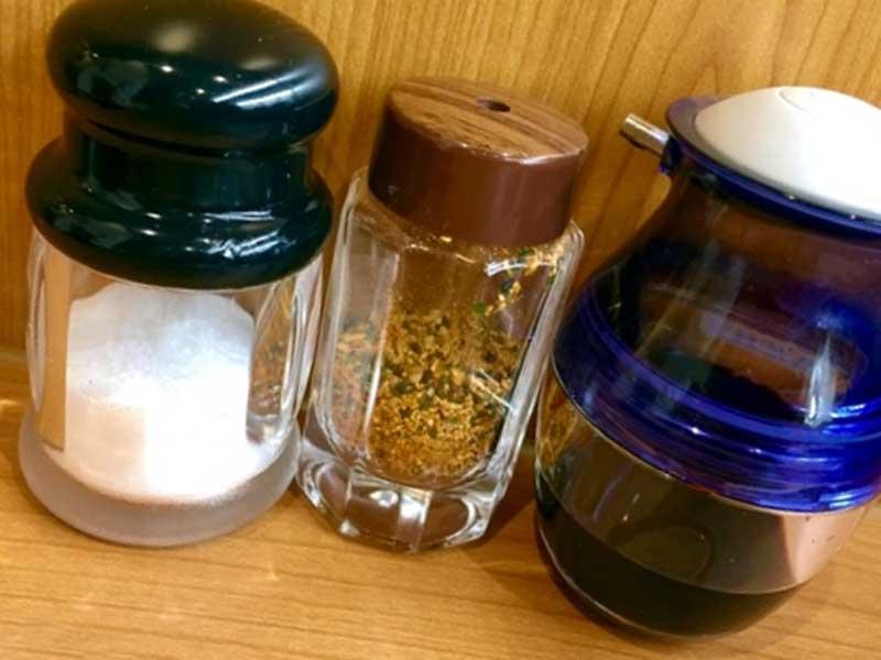 醤油、七味、塩