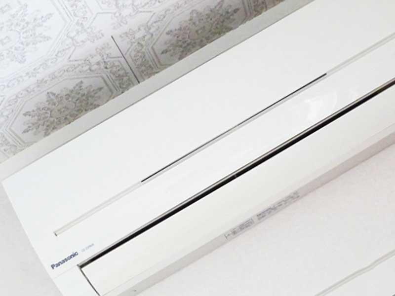 壁掛け式エアコン