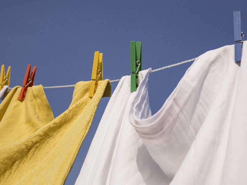 外に干している洗濯物