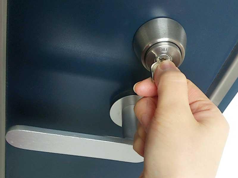 鍵をかけられた扉