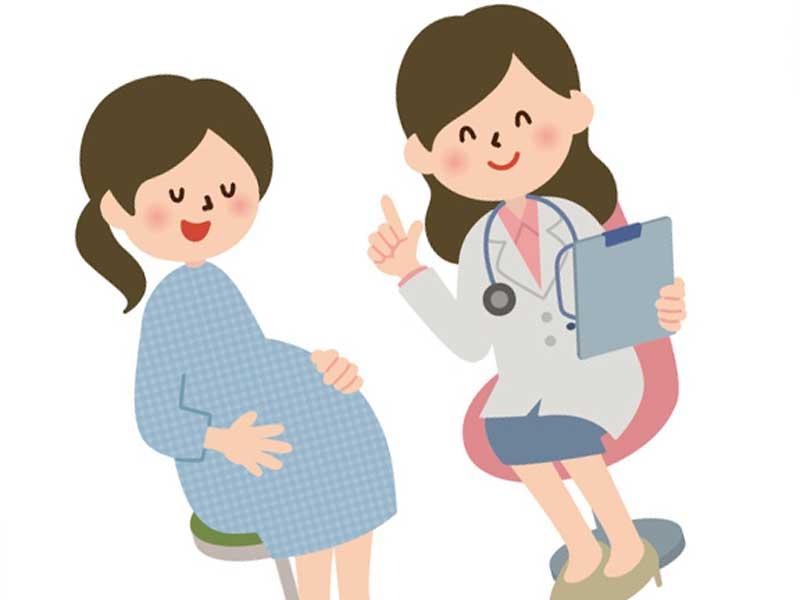 診察する医師と妊婦さんのイラスト