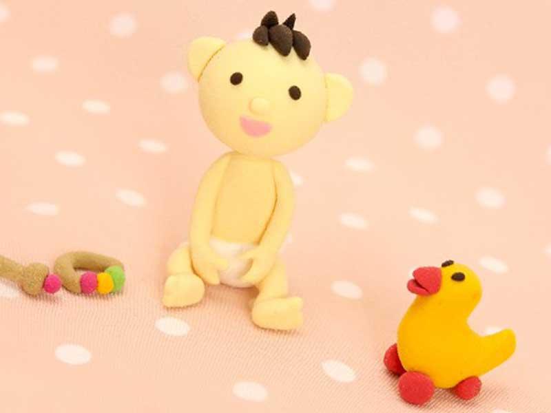 座っている赤ちゃんのおもちゃ