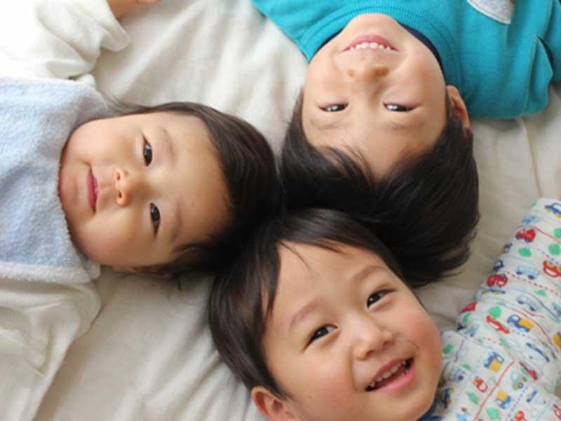 元気な三人兄弟