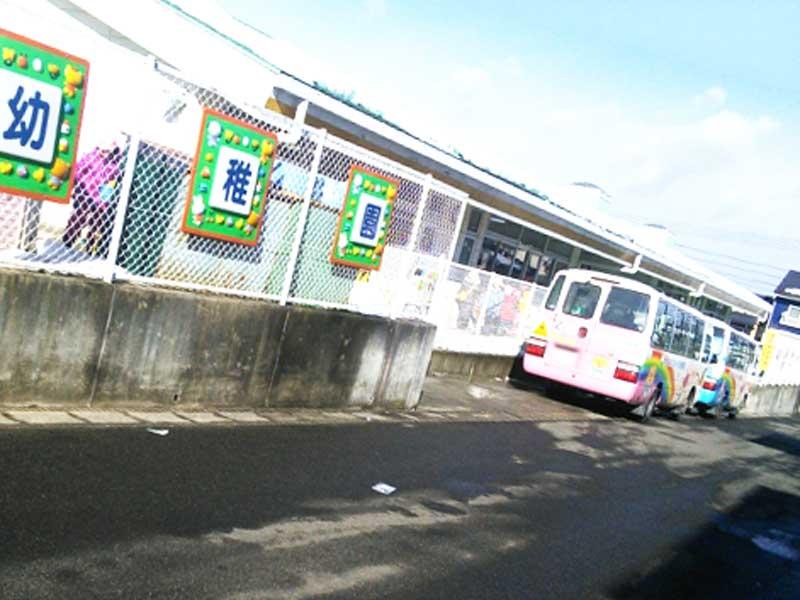 幼稚園と幼稚園の送迎バス